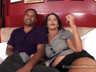 Латинский оголец доводит прежде оргазма во постели свою старую любимую пассию