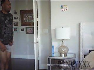 Аппетитная африканская леди в белых чулках дала чёрному пацану в спальне