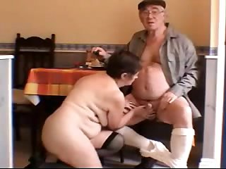 Бабка с дедом ебут молодую порно