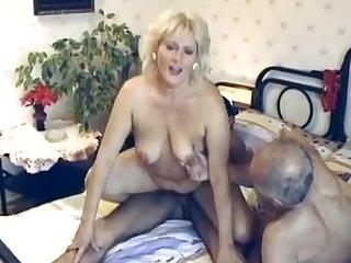 Порно свингером мохнатую взрослую жену трахают муж с любовником