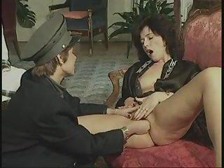 Ретро порно фильм две красивые женщины и трахаются с мужиком