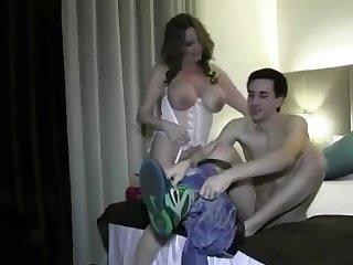 Порно голая грудастая мамочка в корсете соблазнила молодого парня