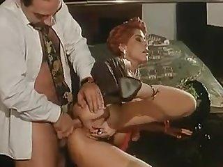 Итальянский ретро порнофильм молодую женщину трахают в задницу