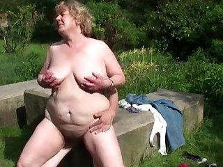 секс фото бабушки на природе