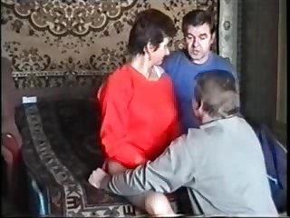 Частное порно русских свингеров зрелую жену ебут два мужика