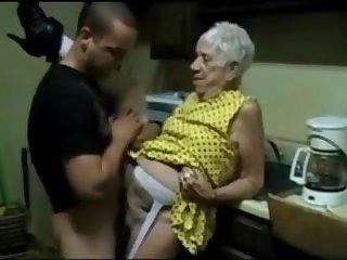 Ебу старушку на кухне фото 136-647