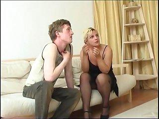 Порно русская дама в чулках дала молодому парню