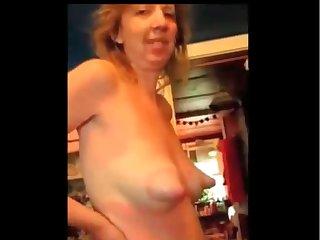 Частное видео голой мамы с большими сосками