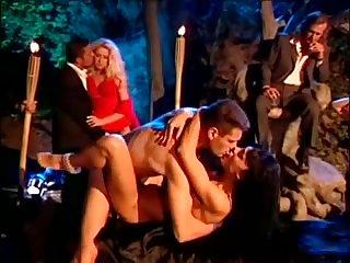 Групповой секс со зрелыми красавицами в итальянском порно фильме
