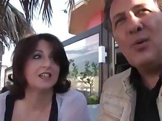 Жирная итальянская подорва в чулках изменяет мужу с его лучшим другом