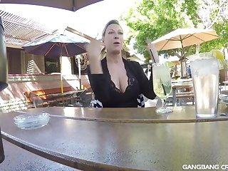 Развратное групповое порно со зрелой ненасытной женщиной 50 лет