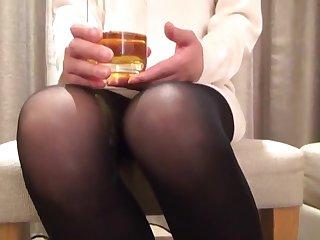 Довольная японская мадам безотказно дает в постели похотливому мужу