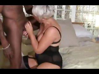 Одинокая старушка пригласила на секс своего чёрного похотливого друга
