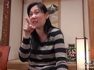 40 летняя японка покорно дала себя выебать в волосатую пизду