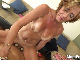 Горячее порно зрелой испанки и её молодого бойфренда с длинным членом