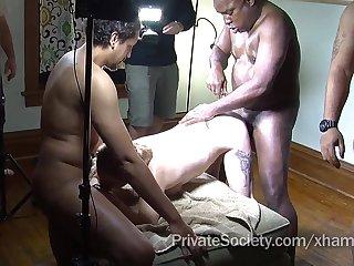 Групповое порно зрелых свингеров в самом разгаре