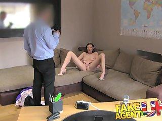 Пришла на порно кастинг и после ебли попробовала на вкус сперму