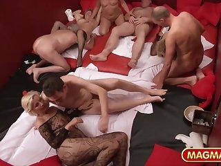 Зрелые свингеры из Германии собрались вместе на секс оргию
