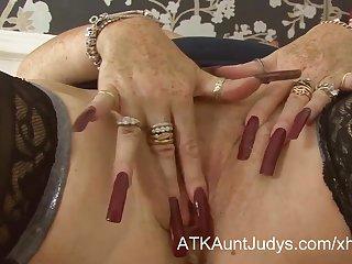 Порно девушек с красными ногтями
