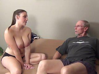 Любопытная дама познала на себе зрелый секс со старым соседом
