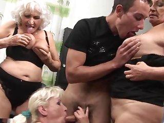 русское порно трахнул старую