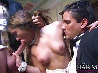 Два наркобарона в особняке ебут немецкую проститутку вверх ногами