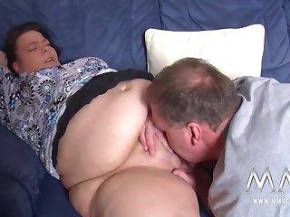 Немец зашёл к соседке на пару минут и получил горячий секс