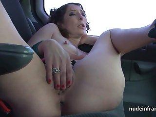 Таксист с чёлкой и не думал, что клиентка проведет мастурбацию в машине