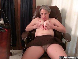 Дряблые американки в свои года ещё могут похвастаться, показывая голые сиськи