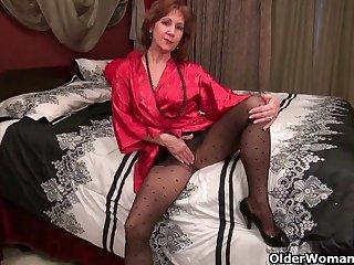 Порно старая миледи в свои 50 лет ещё может возбудить и показать