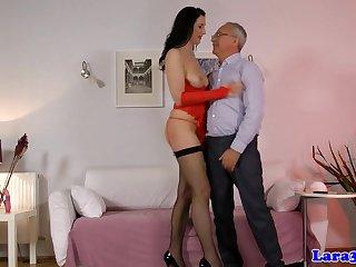Сексуальная проститутка пришла к старику и предоставила анальный перепихон