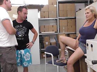 Хозяйка склада предложила двум немцам выебать её прямо на работе