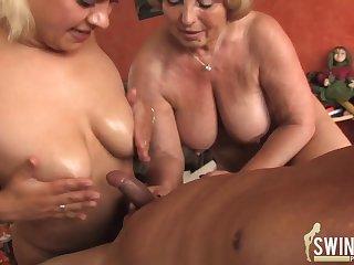 Порно с 23 летней соседкой вбане
