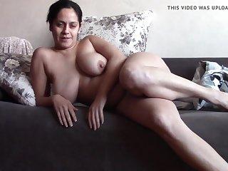 Видео сорокалетняя мастурбирует