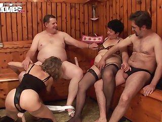 Зрелые свингеры из Германии устраивают незабываемые групповые ебли