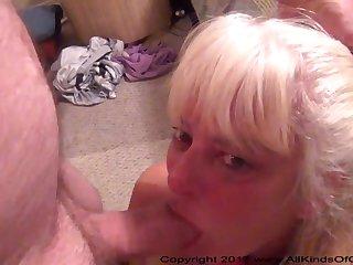 Старая мексиканка любит кляп и секс в позе раком на диване