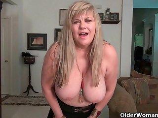 Женщины старушки скучая по мужикам, мастурбируют в одиночестве