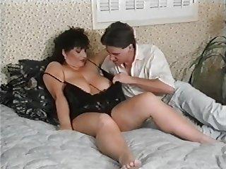 Секс загорелого молодого волосатого парня
