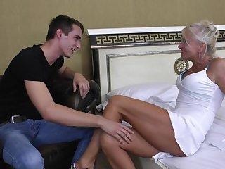 Межрассовое порно с учителями в офисе зрелые и порнозвездами.