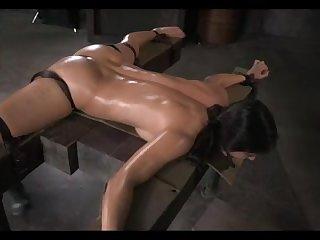 БДСМ порно зрелую женщину жёстко ебут в рот и задницу