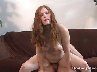Толстая женщина занимается сексом с любовником