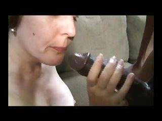 Порно старая жена изменяет мужу с молодым любовником