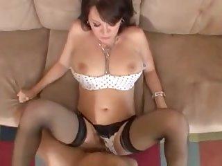 Порно взрослая дама в чулках и с большими сиськами