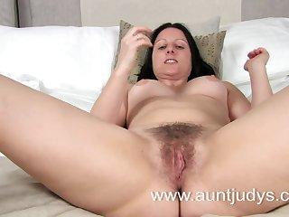 Любительское порно с волосатой зрелой бабой в отеле
