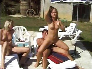 Анальный групповой секс с красивыми женщинами у бассейна