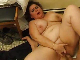 Анальный секс с толстой бабушкой во Франции