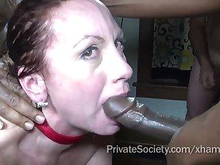 Групповое порно свингеров одна жена и три здоровых негра
