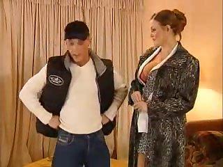 Порно зрелая немка трахается с молодым мужиком