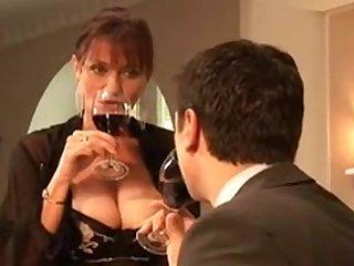 Мохнатая порновезда с большими сиьками трахается с молодым мужчиной