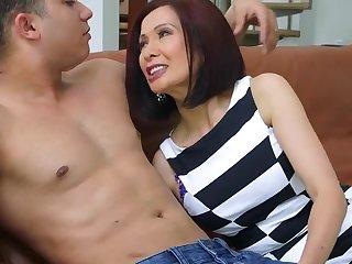 Порно анал со зрелой азиаткой